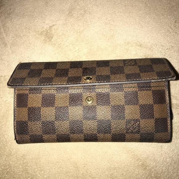 Louis Vuitton Handbags - Louis Vuitton wallet slightly used